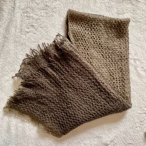 Accessories - 🧣NWOT Grey ombré scarf